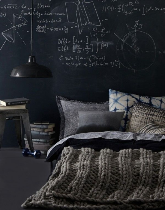 How-to-use-black-chalkboard-wall-in-the-bedroom-2
