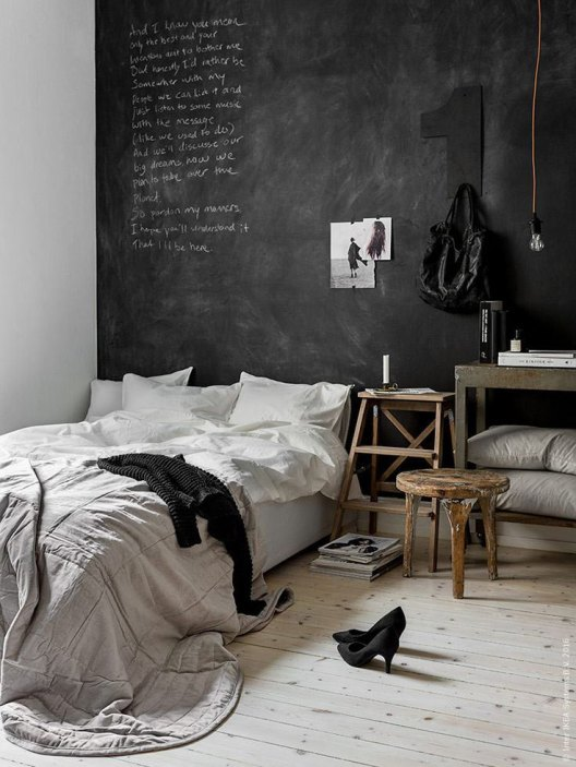 How-to-use-black-chalkboard-wall-in-the-bedroom